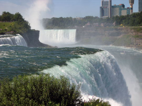 Niagra Falls, viewed from the American side